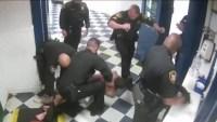 Patada en la cara: policía en líos por brutal agresión a recluso