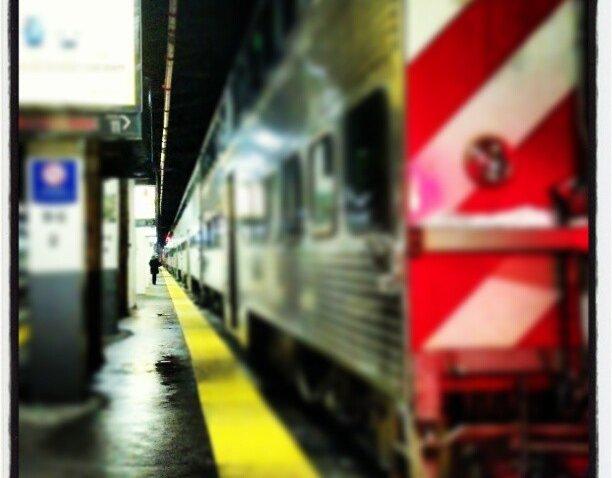 [chicagogram] #unionstation #trainstation #metra #chicago #chicagogram #platform #tracks #traintracks #interior #lamp #light #columns #train #station #stripes