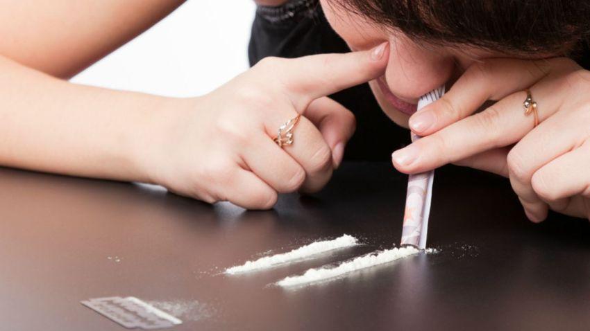 TLMD-imitacion-de-consumo-de-cocaina-generica-shutterstock_68109853