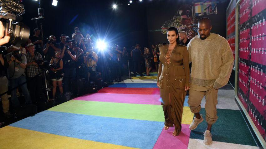 TLMD-kim-kardashian-kanye-west-premios-mtv-2015-Getty-Images-485984368