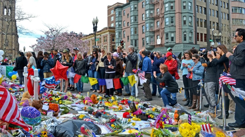 TLMD-memorial-boston-maraton-2013-boylston-street-shutterstock_138617378-