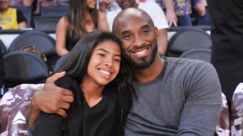 Kobe Bryant y su hija Gianna en un juego de baloncesto en Los Ángeles, el 17 de noviembre de 2019.