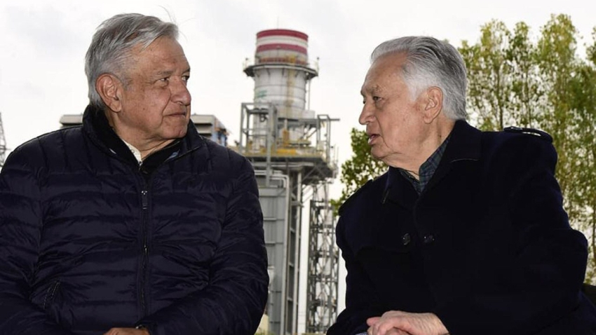 Presidente López Obrador con director de empresa de energía.