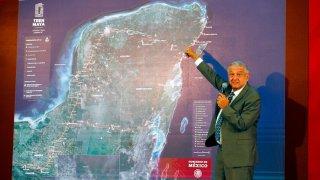 AMLO explica ruta del Tren Maya