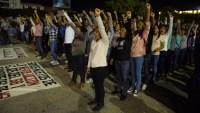 Ayotzinapa: policía desaloja  con lujo de fuerza a padres: nueve heridos