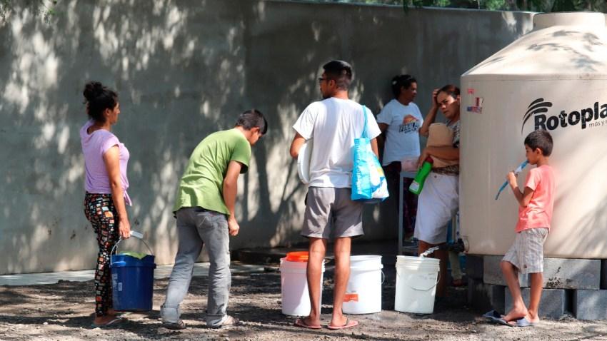 Migrantes en un campamento en Matamoros