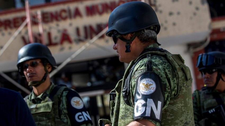 Dos elementos de la Guardia Nacional mexicana