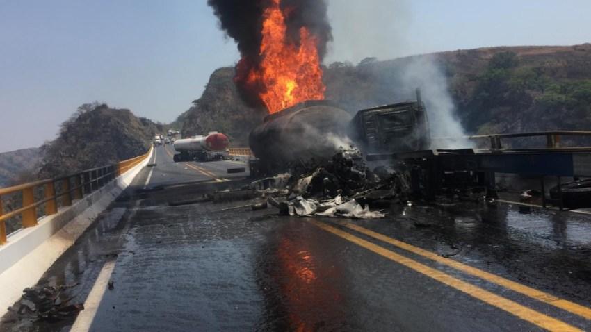 Pipa de combustible explota en Jalisco