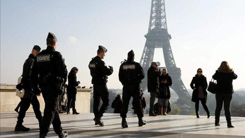 policia-turistas-paris