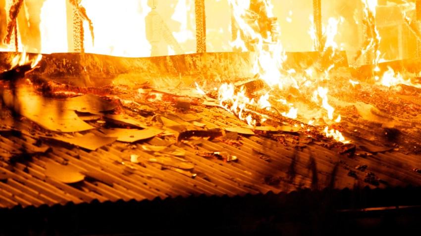shutterstock_Nino-de-tres-anos-muere-al-perseguir-a-su-padre-en-incendio-sharon-pensilvania