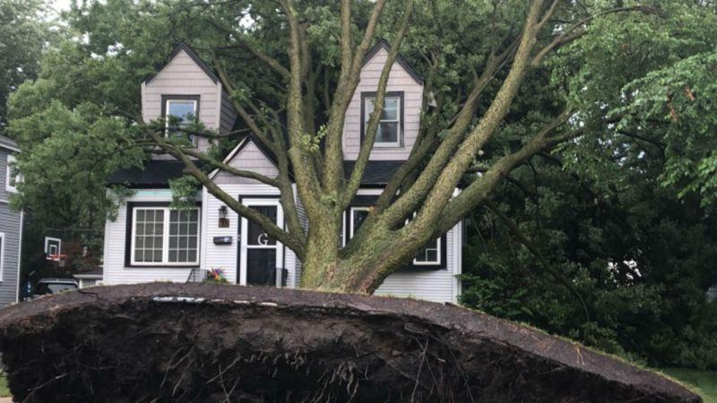 Fotos: feroz 'Derecho' causa tornado y devastación en Chicago