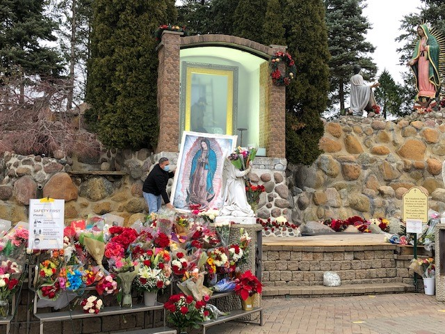 En fotos: retiran la imagen de la Virgen de Guadalupe del santuario en Des Plaines