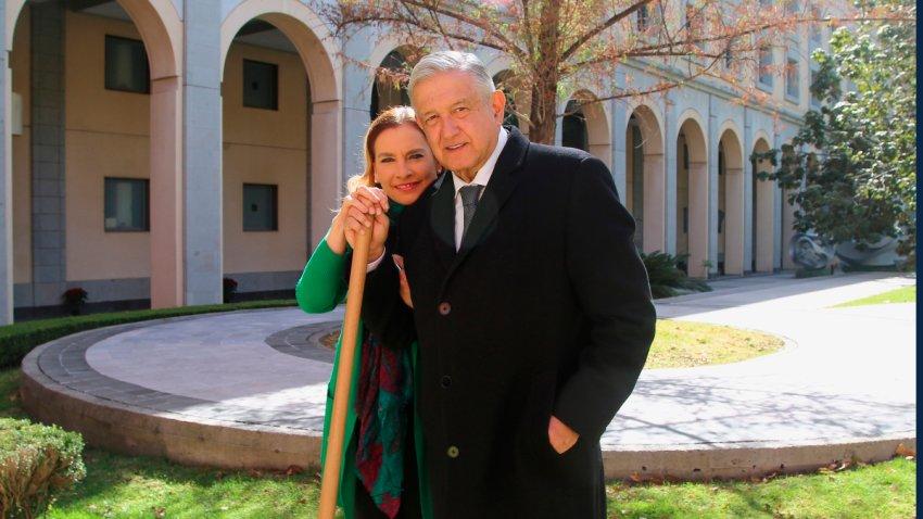 AMLO y su esposa sembraron un árbol por Año Nuevo