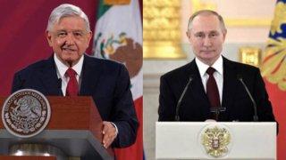 Los presidentes de México y Rusia atrás de un podium con el escudo de sus países
