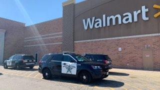 Aurora Police respond to walmart after bomb threat