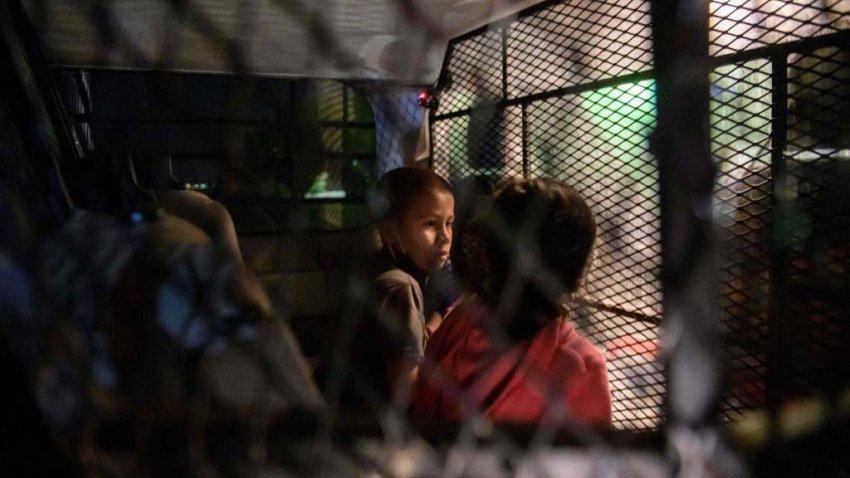 Texas investiga preocupantes acusaciones de abuso sexual a niños migrantes  – Telemundo Chicago