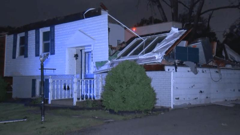 Fotos: tornado se abre paso por Woodridge y suburbios al oeste de Chicago