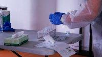Adolescente hispana, que no había recibido la vacuna, permanece en coma por COVID-19