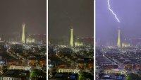Video impactante: rayo cae sobre la torre Strat en el Strip de Las Vegas