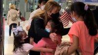 Abuela se reúne con sus nietos en Chicago luego que su padre fuera asesinado en México