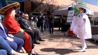 """Celebración patria en Aurora: izan la bandera de México y hacen ceremonia de """"El Grito"""""""
