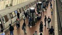 En DC: Interrumpen servicio de tren en Gallery Place por vagón averiado