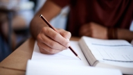 Alumnos inmigrantes: piden cambios en el sistema escolar de IL