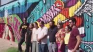 """Artistas mexicanos le dicen """"no"""" al muro de Trump"""