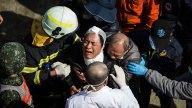 Taiwán recupera 113 cuerpos tras terremoto