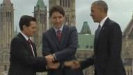 Obama, EPN y Trudeau se dan extraño apretón de manos