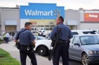 Estas imágenes muestran una alocada persecución tras un pistolero activo en Walmart de Cheltenham en Filadelfia luego de una presunta disputa al momento...