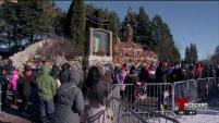 Cientos de feligreses acudieron a honrar a la Virgen de Guadalupe en el santuario de Des Plaines.