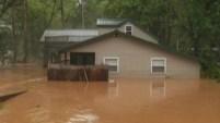 Las torrenciales lluvias causaron debordes de ríos que sumergieron pueblos enteros.