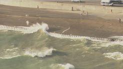 Prohíben nadar en playas de Chicago por fuerte oleaje