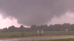 Potentes tornados tocan tierra en Indiana