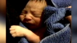 El bebé dejado en un pesebre ya tiene nombre