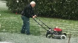 Chicago le hace frente a la nieve en plena primavera