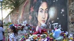 Padres de Marlén Ochoa conocen al muralista de Pilsen