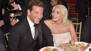 Revista afirma que Lady Gaga está embarazada de Bradley Cooper