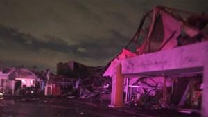 En fotos: tornado deja ola de detrucción en Dallas