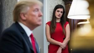 """Trump """"perdona"""" a asistente personal tras comentarios"""