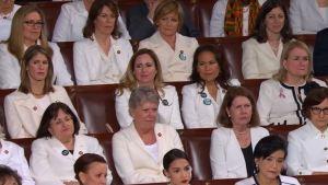 Discurso anual: por qué congresistas vistieron de blanco