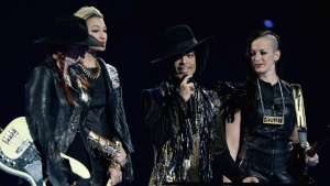Famosos reaccionan a la muerte de Prince