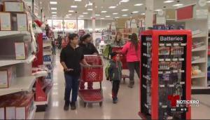 Compradores se vuelcan a las tiendas en Viernes Negro