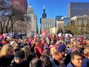 250 mil personas marcharon en Chicago en contra de Trump
