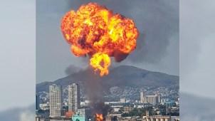 Impresionante llamarada tras explosión en una fábrica