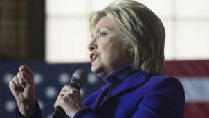 Clinton lanza mensajes en español para captar el voto latino