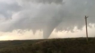 Video: poderoso tornado golpea en Texas