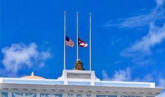 Banderas a media asta por las víctimas del huracán María