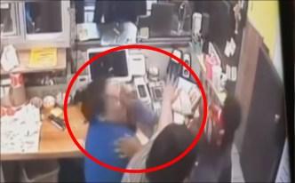 Pareja descontenta habría agredido a empleada hasta con tacos en Chicago